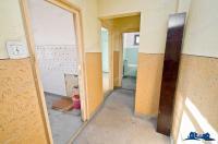 Vanzare prin Agentia imobiliara AcasA a unui apartament cu doua camere decomandate situat in Galati, in zona Piata Centrala (sediu Electrica)