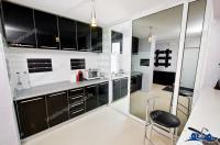Apartamentul arata bine, are suprafata de 54 mp si este situat in Galati, la capatul troleului in Micro 19-20