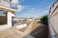 Particular, vand vila situata la 8 km distanta de Galati, in com. Sendreni (in spatele motelului DIDONA B)