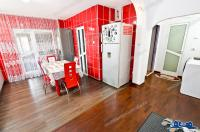 Agentia imobiliara Alexis va propune spre cumparare un apartament decomandat cu 3 camere situat in Galati, zona IC Frimu