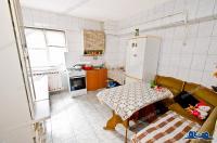 Va supunem atentiei oferta de vanzare a unui apartament decomandat cu 4 camere situat in Galati, zona Capat troleu / tramvai din Micro 20.