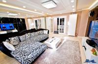 de vanzare din baza noastra de date, si anume un spectaculos apartament cu 3 camere situat in Galati, in zona Ic.Frimu