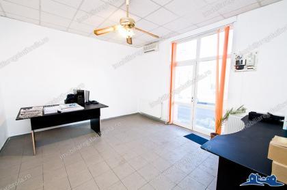 Agentia imobiliara AcasA vine in intampinarea investitorilor cu o proprietate de vanzare in zona centrala a orasului Galati, pe str. N. Balcescu, un imobil Parter + Mansarda