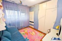 Agentia PROACTIV IMOBILIARE va prezinta spre vanzare un apartament cu 3 camere situat in Galati, la etaj intermediar intr-un imobil P+10 cu acces rapid din Bdul. Otelarilor (Micro 21)