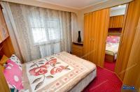 Agentia Imobiliara DELUXE va face cunoscuta oferta de vanzare a unui apartament cu 2 camere decomandate situat in Galati, cartier IC. Frimu, la parter