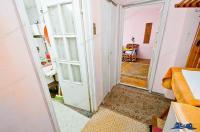 oferta de vanzare a unui apartament decomandat cu patru camere situat in Galati, zona Piata Centrala, la etajul 1