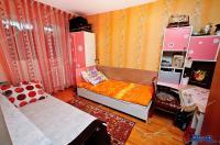 Agentia imobiliara AcasA va face cunoscuta oferta de vanzare a unui apartament decomandat cu 3 camere situat in Galati, zona Siderurgistilor