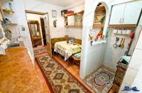oferta de vanzare a unui apartament cu 4 camere decomandate, spatios, situat in Galati, cartier Micro 18, la etajul 2