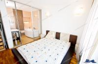 Agentia imobiliara AcasA va propune spre cumparare un apartament cu doua camere decomandate in cea mai frumoasa zona a orasului Galati, pe faleza superioara a Dunarii, in vecinatatea Viva Parc