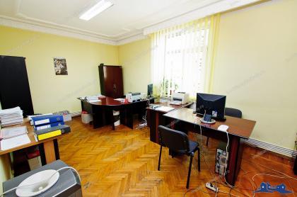 Agentia imobiliara ALEXIS va propune spre cumparare un apartament cu 3 camere decomandate situat in zona centrala a orasului Galati