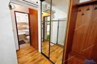 Apartamentul de vanzare are doua camere, este decomandat, localizat in Galati, intr-un bloc pe strada Oltului