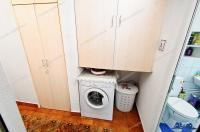 Agentia PROACTIV IMOBILIARE va prezinta spre vanzare un apartament semidecomandat (circular) cu 3 camere situat in Galati