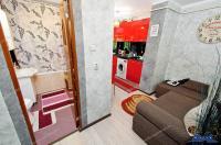Agentia Imobiliara DELUXE, va aduce la cunostinta oferta de vanzare a unui apartament decomandat,  cu 1 camera, situat in Galati, in zona Nae Leonard