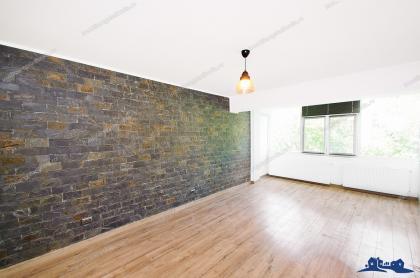 vand apartament cu 3 camere semodecomandate situat in Galati, pozitie ultracentrala, la etajul 3 al unui bloc P+4 (langa Vox Center)