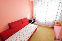 Va prezentam oferta de vanzare apartament decomandat cu 2 camere, dar fara balcon, la R-uri in Galati, Micro 19, aproape de strada Costachi Conachi.