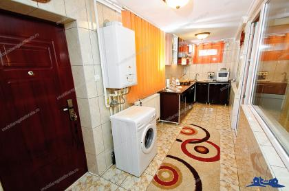 Va prezentam oferta de vanzare a unui apartament semidecomandat cu 3 camere complet mobilat si utilat