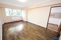 Particular, vand apartament cu o camera situat in Galati, zona Micro 20, cu acces direct din Str. Brailei