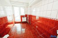 Agentia imobiliara AcasA va prezinta oferta de vanzare a unui apartament cu 2 camere decomandate situat in Galati, cartier Mazepa 1, la BR-uri, pe blv. Brailei
