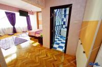 Agentia imobiliara Alexis va propune spre cumparare un apartament decomandat cu 3 camere situat in Galati, pe faleza Dunarii