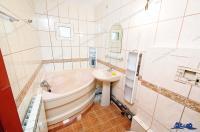 Va recomand oferta de vanzare a unui apartament cu 3 camere foarte bun, situat in Micro 21, la intrarea in Galati dinspre Braila