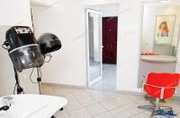 Agentia Imobiliara DELUXE va aduce la cunostinta oferta de vanzare a unui spațiu comercial cu destinația anterioară de coafor