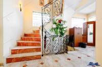 Va propunem spre vanzare o vila localizata intr-o zona linistita a orasului Galati, in apropierea Maternitatii de pe str.Nicolae Alexandrescu