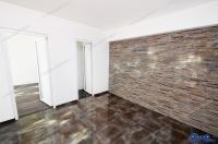 Apartamentul cu 3 camere are o suprafata de 60 mp, este situat in Galati, Tiglina 1, parter