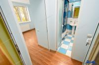 Agentia Imobiliara Deluxe va aduce la cunostinta IN EXCLUSIVITATE oferta de vanzare a unui apartament cu 3 camere situat in Galati, zona Micro 17