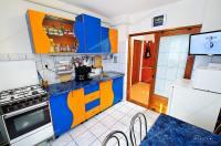 Un apartament decomandat cu 2 camere frumos, cu centrala termica, situat in Galati, foarte aproape de Bld. Dunarea sau Piata din Micro 20