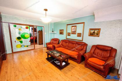 Agentia imobiliara Alexis va propune spre cumparare un apartament decomandat cu 3 camere situat in Galati, zona IC Frimu (la S-uri)