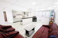 Agentia Imobiliara Familia va prezinta oferta de vanzare a unui apartament cu 3 camere decomandate situat in Galati, zona Mazepa I