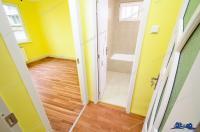 Agentia imobiliara Alexis va propune spre cumparare un apartament compus din doua camere semidecomandate situat in Galati, zona Centru