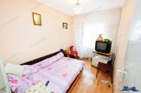 Agentia imobiliara Alexis va propune spre cumparare un apartament decomandat cu 3 camere situat in Galati, cartierul Micro 16.