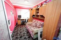 Agentia Imobiliara Familia va propune spre vanzare un apartament cu 3 camere decomandat situat in Galati, Micro 39A