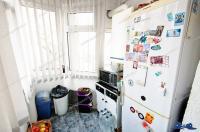 Agentia Proactiv Imobiliare va face cunoscuta oferta de vanzare a unui apartament decomandat cu 3 camere situat in Galati, zona Piata Centrala