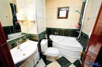 Agenția Imobiliara Deluxe va aduce la cunoștința oferta de vanzare a unui apartament decomandat cu 3 camere situat in Galati, zona Nae Leonard
