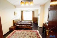 Va prezint oferta de vanzare a unui apartament decomandat cu trei camere foarte frumos, situat pe Faleza Dunarii din Galati