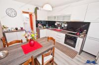 Agentia Imobiliara Deluxe va aduce la cunostinta oferta de vanzare a  unui apartament cu 3 camere decomandate situat in Galati, cartier Tiglina 2