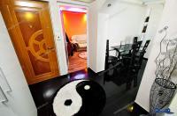 Agentia Imobiliara Deluxe va aduce la cunostinta oferta de vanzare a unui apartament cu 2 camere decomandate situat in Galati, cartier Micro 20