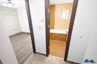 Agentia imobiliara PRIMA CASA va prezinta oferta de vanzare a unui apartament decomandat cu 2 camere situat in Galati, cartier Micro 16