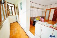 Agentia Imobiliara DELUXE va aduce la cunoștința oferta de vanzare a unui apartament decomandat cu 2 camere situat in Galati, cartier Tiglina 1, la PS-uri