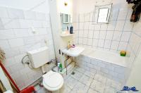 Agentia imobiliara AcasA va prezinta oferta de vanzare a unui apartament cu 4 camere decomandate situat in Galati, cartier Micro 14