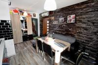 Agentia Imobiliara Familia va propune spre vanzare un apartament cu 2 camere decomandat situat in Galati, Micro 20