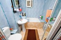 Agentia Imobiliara Familia va propune o oferta de vanzare a unui apartament cu 4 camere decomandat situat in Galati, cartier Micro 17
