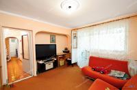 Proactiv Imobiliare va prezinta oferta EXCLUSIVA de vanzare a unui apartament confort 1 decomandat cu 2 camere, situat in Galati, Micro 20, etaj 1