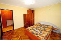 Agentia Imobiliara Familia va prezinta oferta de vanzare a unui apartament semidecomandat cu 2 camere situat in Galati, cartier Micro 19