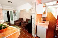 Va prezentam oferta de vanzare a unui apartament decomandat cu 2 camere situat in Galti, zona Micro 18, aproape de Lidl
