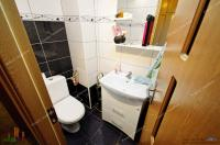 Proactiv Imobiliare va aduce la cunostinta oferta de vanzare a unui apartament decomandat cu 3 camere situat in Galati, cartier Tiglina 1