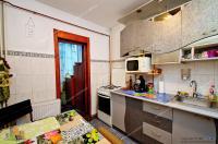 Agentia Proactiv face cunoscuta o oferta de vanzare a unui apartament decomandat cu 3 camere situat in Galati, cartierul Micro 17