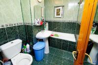Agentia Imbiliara Familia  va prezinta spre cumparare un apartament decomandat cu 3 camere situat in Galati, zona Doja